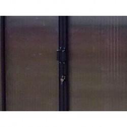 Serratura e chiavi su porta scorrevole per Serra Professionale